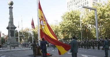 BANDERAS, EJÉRCITO, FUEROS Y FOLKCLORE.
